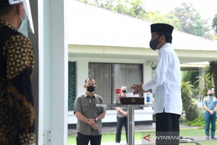 President Jokowi performs Friday prayers at Baitturrahim Mosque