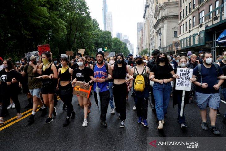 Ribuan orang protes rasisme dipastikan menambah risiko COVID-19
