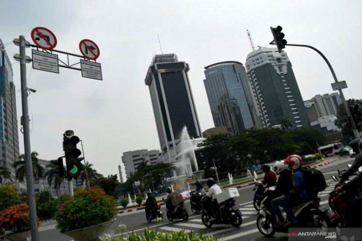 Bus sapu jagat disediakan untuk antisipasi kepadatan di halte Transjakarta saat ganjil genap