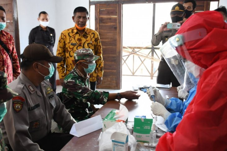 Ribuan warga Kayong Utara ikuti tes cepat COVID-19