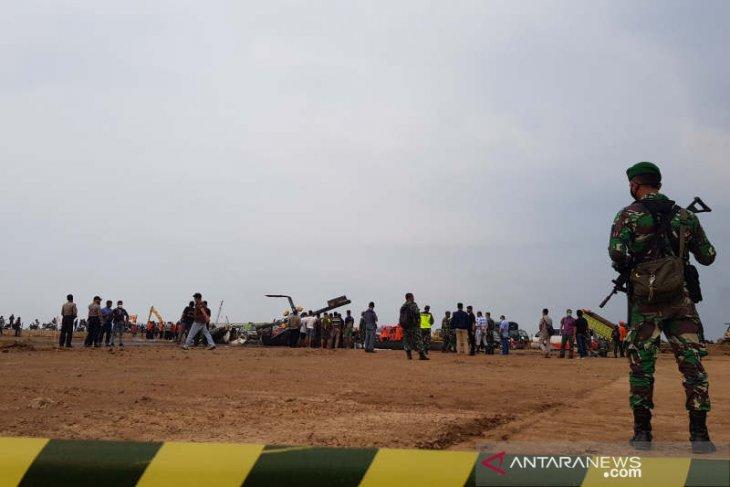 Helikopter militer jatuh di Kendal terbakar setelah sentuh tanah