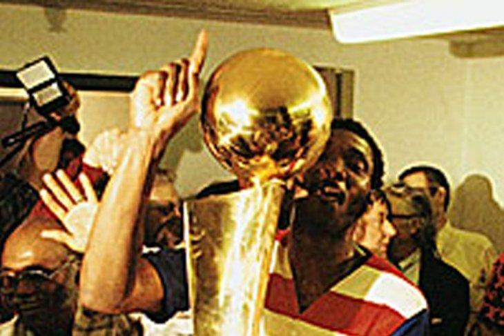 Trofi NBA diboyong ke ibu kota Amerika Serikat 42 tahun silam