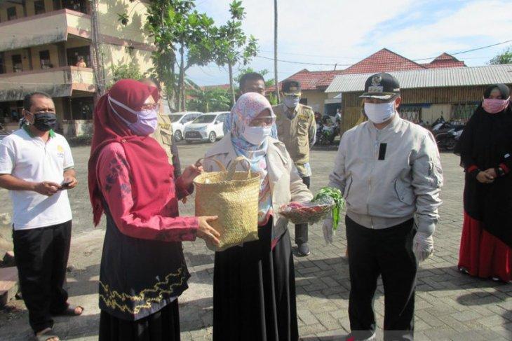 Banjarmasin mayor provides assistance to OTG