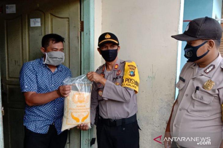 Polres Bangka Barat salurkan bantuan sembako ke warga Mentok