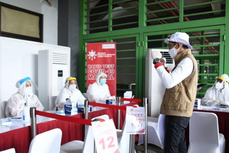 Relawan Indonesia Bersatu menggelar tes cepat diikuti ribuan santri Gontor