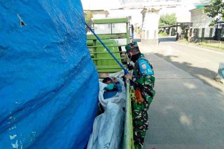 Lanal Denpasar gagalkan orang masuk bak truk agar