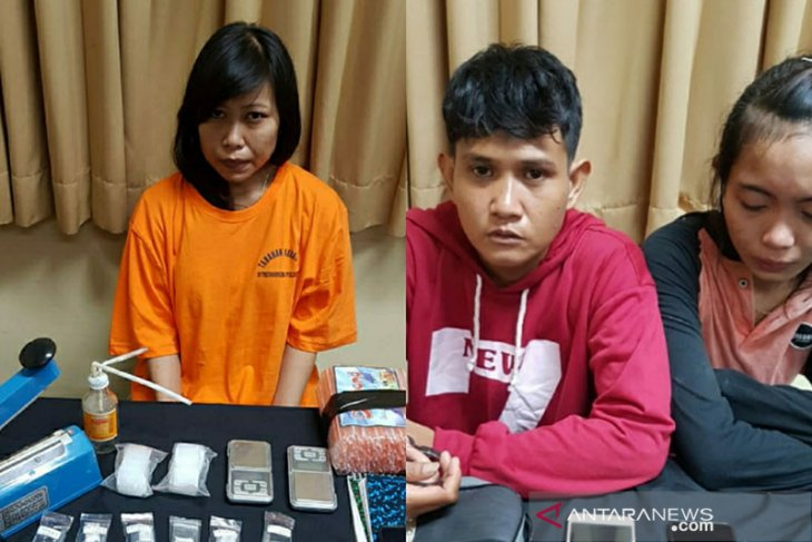 Polisi tangkap tiga perempuan kurir narkoba di Desa Padangsembilan