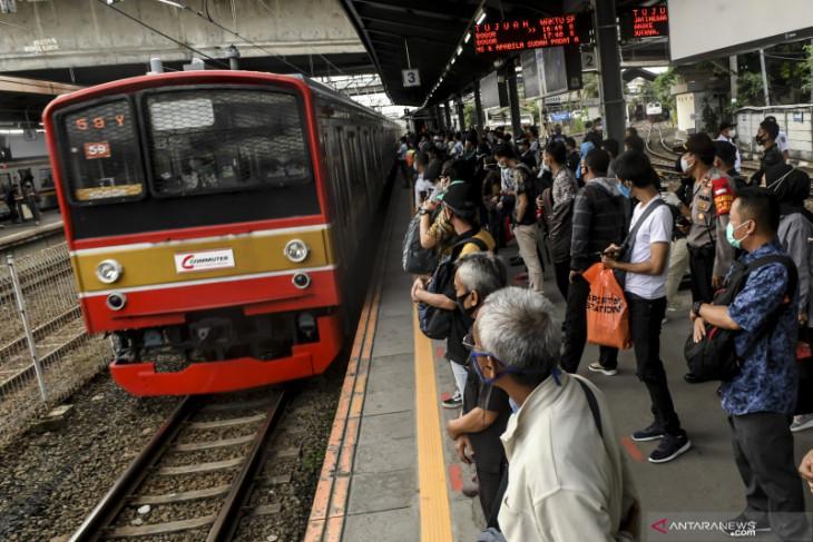 Operator KRL Jabodetabek batasi hanya 74 penumpang per kereta