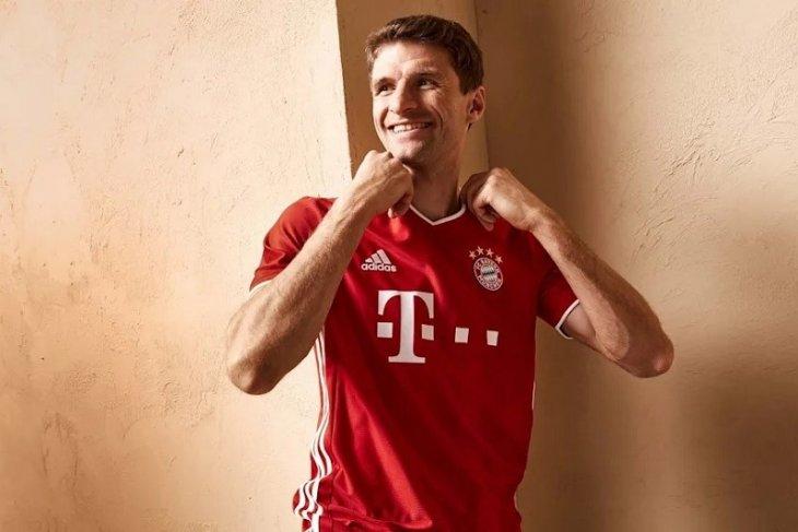 Bayern pamerkan  jersey kandang baru di laga kontra Frankfurt pada Rabu