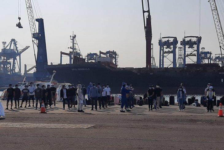 241 WNI ABK kapal pesiar  MS Island Princess tiba di Jakarta