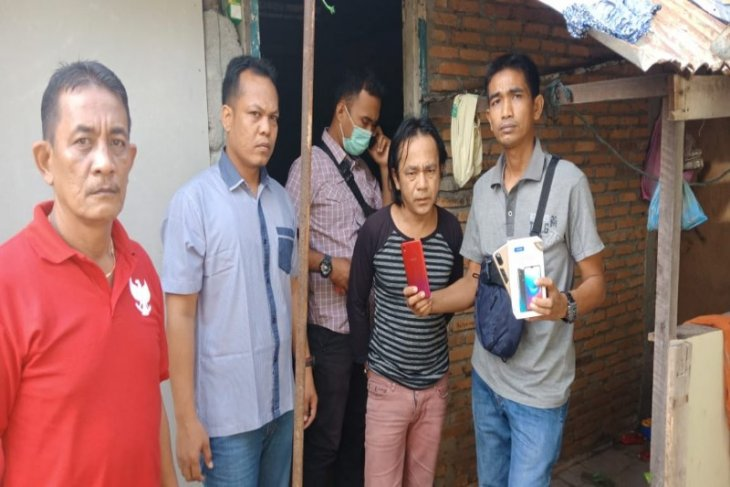 Dua unit handphone milik anggota DPRD Langkat dicuri