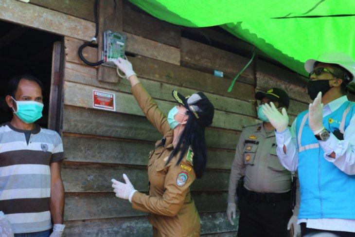 PLN Kalbar - Wilmar Grup Nyalakan Listrik  3 Dusun di Kabupaten Landak