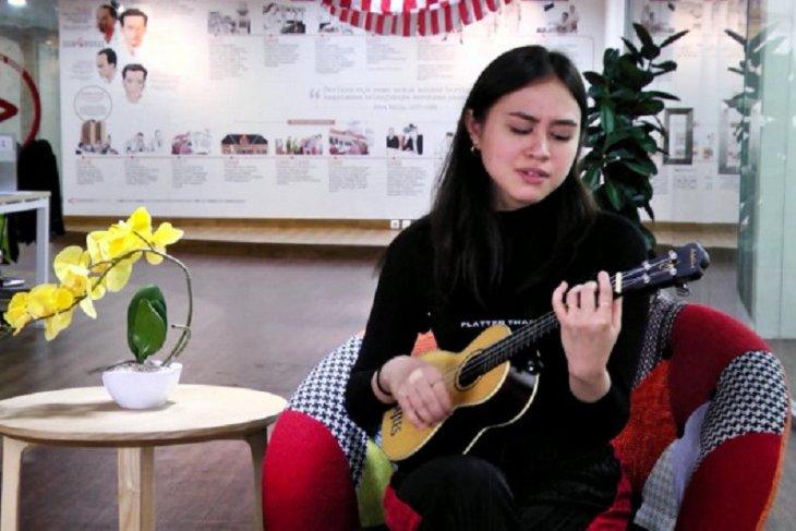 Diproduseri Dewa Budjana, penyanyi Andrea Turk rilis album ketiga
