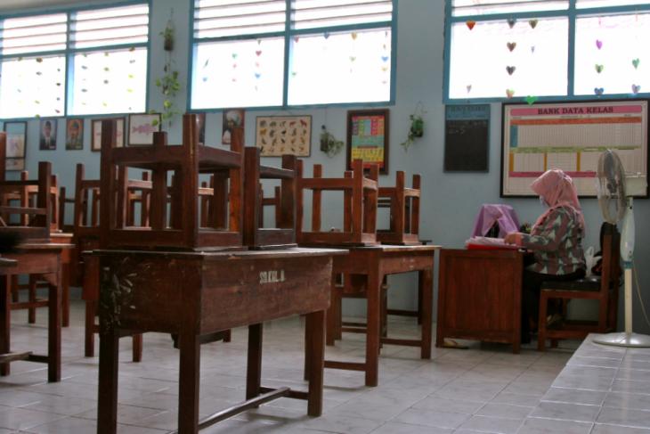 Bersabar,  lebih aman sekolah masih dari rumah