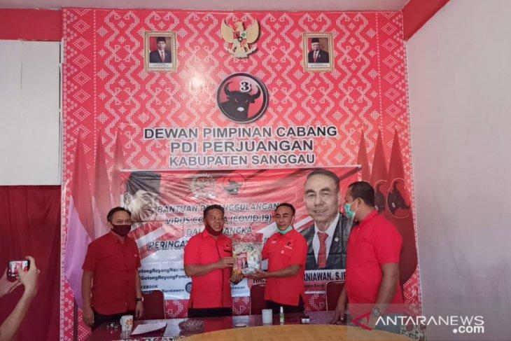 Anggota Komisi I DPR RI bagikan 500 paket sembako di Kabupaten Sanggau