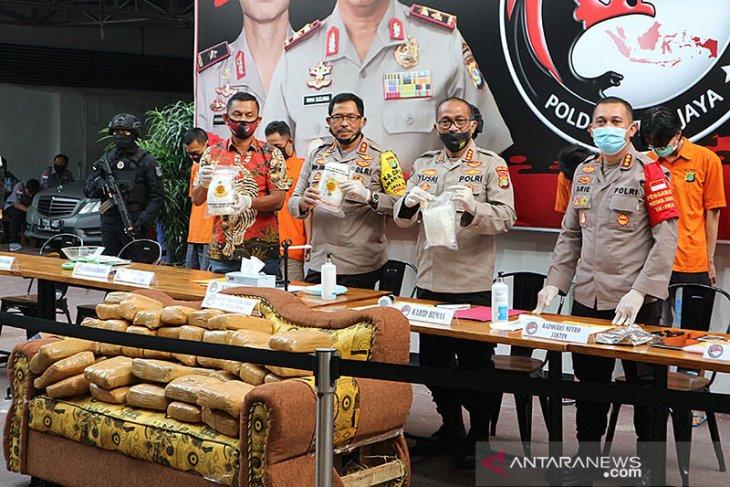 Polisi gagalkan kiriman 336 kilogram ganja kering dalam sofa