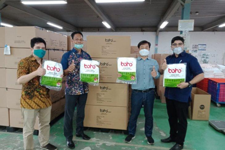 Misi Sosial saat Pandemi, Koperasi dan UMKM Salurkan APD bagi Pekerja