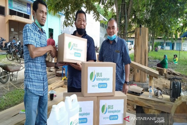 BPJS Ketenagakerjaan serahkan APD kepada Pemkab Madina