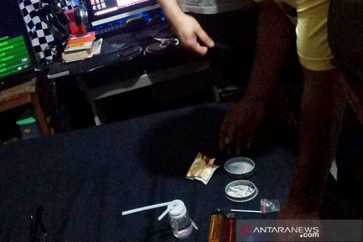 Polisi temukan sisa narkoba  saat menangkap Jerry Lawalata
