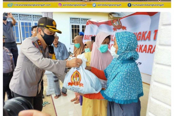 Polres Bangka Tengah bagikan 400 paket sembako