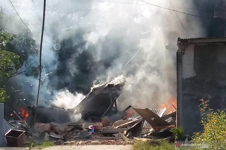 Pesawat tempur milik TNI AU jatuh, pilot selamat