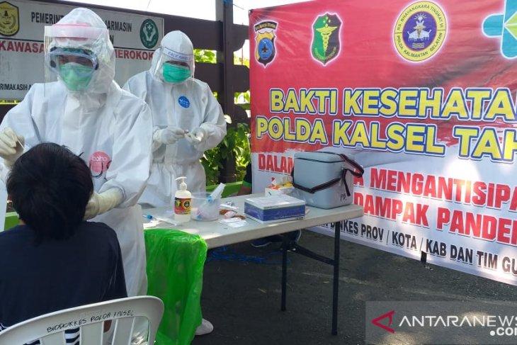 Bid Dokkes Polda Kalsel bantu tes usap massal di Banjarmasin