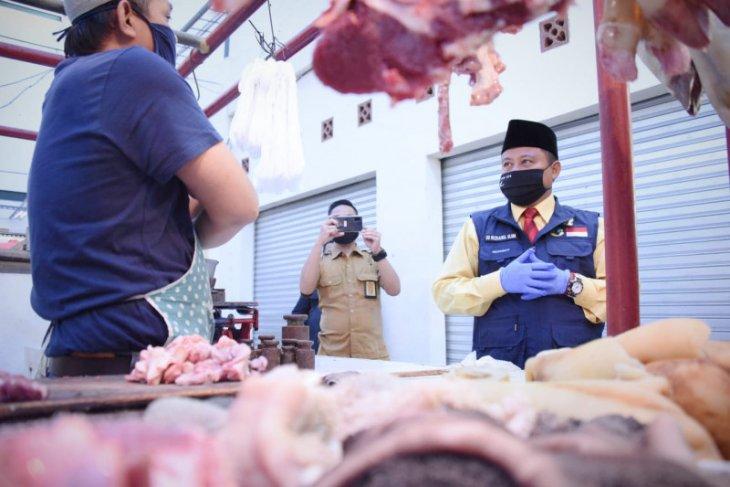 Wagub Jabar tinjau penerapan protokol kesehatan AKB di pasar tradisional Sukabumi