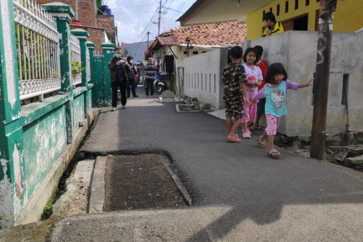 Makam di jalan umum Pisangan Lama berisi jenazah Mardjuki,  jawara Betawi