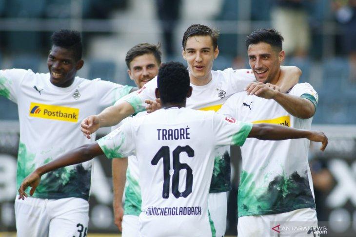 Gladbach di peringkat empat setelah pukul Wolfsburg 3-0