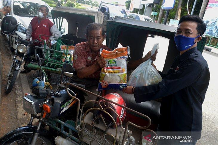 Pt Xl Axiata Gandeng Pfi Salurkan Bantuan Antara News Aceh