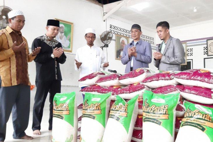 Masjid Kapal Munzalan salurkan bantuan 1 ton beras ke Ponpes Habib Sholeh di Kubu Raya