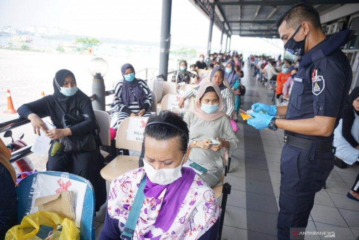 Sebanyak 409 pekerja Indonesia dipulangkan dari Malaysia