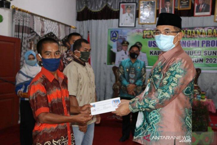 15 KPM di Kecamatan Telaga Langsat dan Angkinang terima bansos UEP