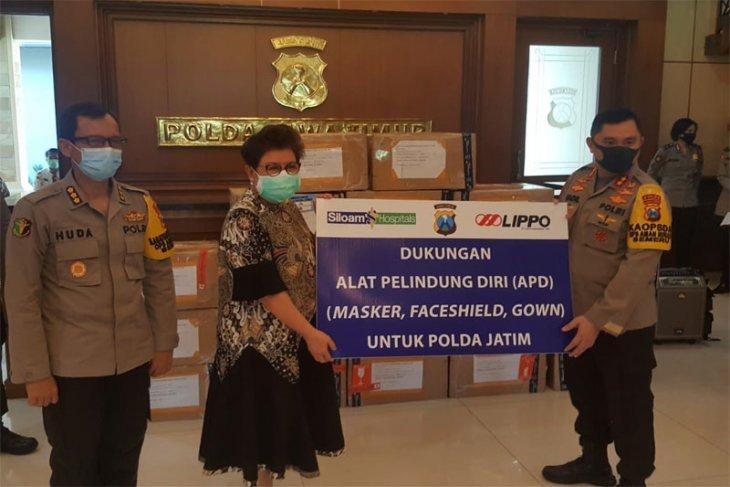 Donasi Alat Pelindung Diri Dari Lippo Karawaci Tbk (LPKR) Melalui Siloam Hospitals Surabaya Kepada Polda Jatim Dalam Rangka Penanganan Covid-19