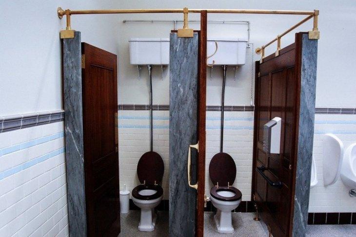 Mencegah terkena COVID-19 di toilet, tutup kloset sebelum disiram