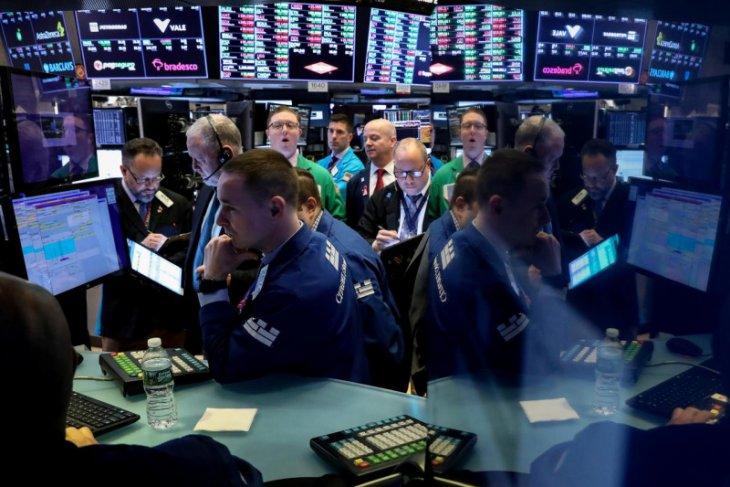 Wall Street menguat, Nasdaq berakhir di rekor tertinggi