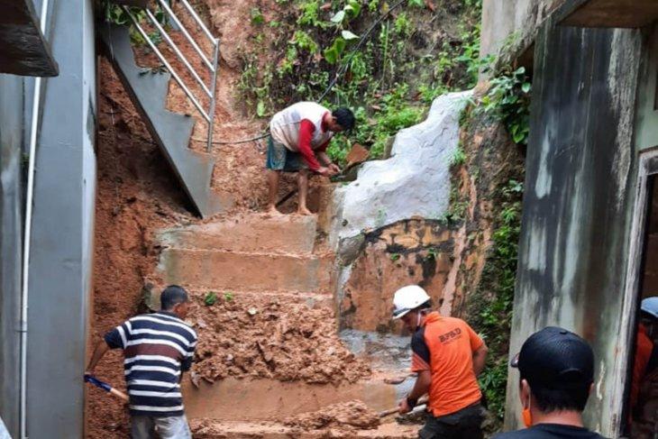5 hari diguyur hujan, Kotabaru dilanda banjir dan tanah longsor