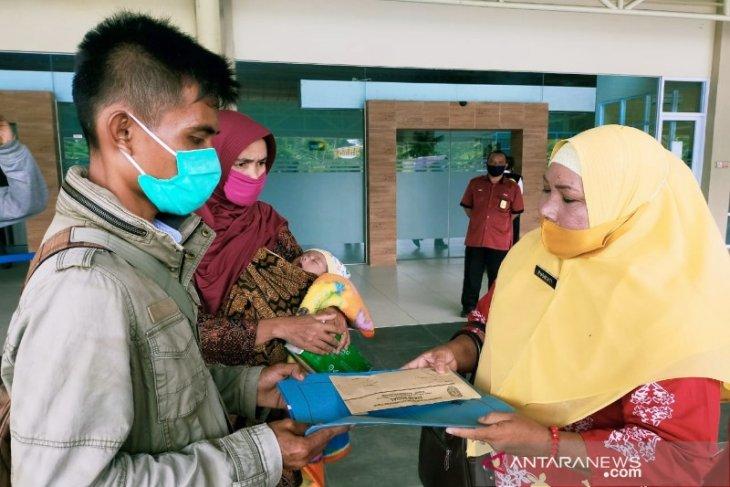 Pemerintah Kotawaringin Kalteng bantu pemulangan satu keluarga asal Sumbar