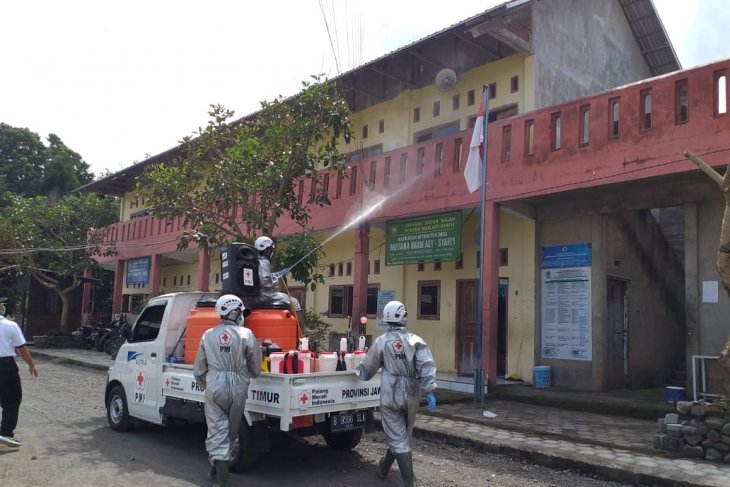 PMI Banyuwangi dan Bojonegoro sisir sejumlah ponpes lakukan sterilisasi