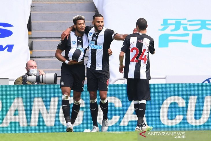 Newcastle United menang 3-0 atas 10 pemain Sheffield