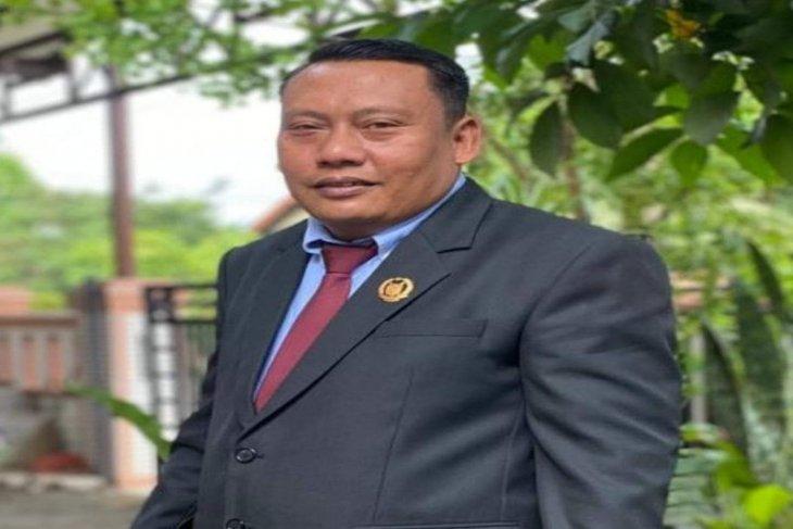 Anggota DPRD Langkat desak PUPR segera perbaiki jalan utama Desa Banyumas
