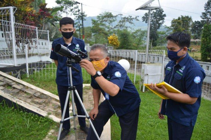 Tim pengamatan gerhana matahari di Stageof Banjarnegara