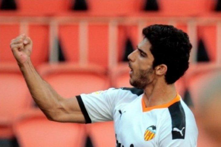 Valencia  kalahkan Osasuna 2-0