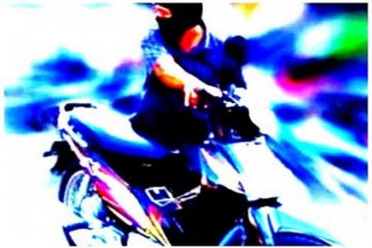 Apes, sepeda motor di kamar tidur pun digasak pencuri