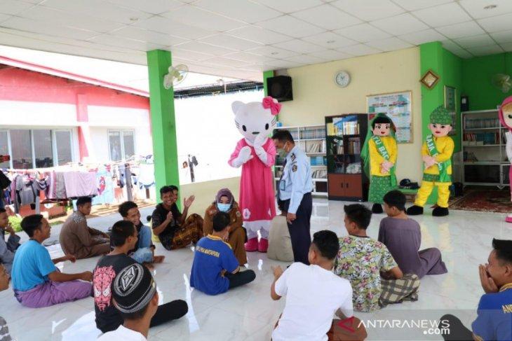 Dispersip bawakan ratusan buku ke LPKA Martapura