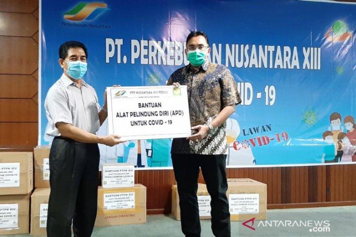 PTPN XIII salurkan bantuan APD dari PTPN XIV untuk dua rumah sakit