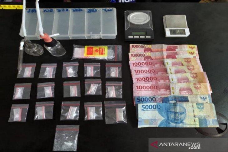Tiga sekawan diduga mengedarkan sabu ditangkap polisi