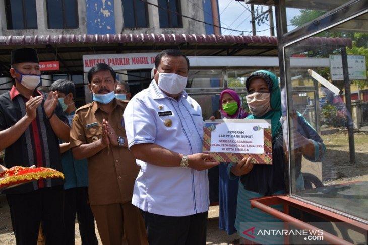 14 PKL terima bantuan gerobak dari Bank Sumut