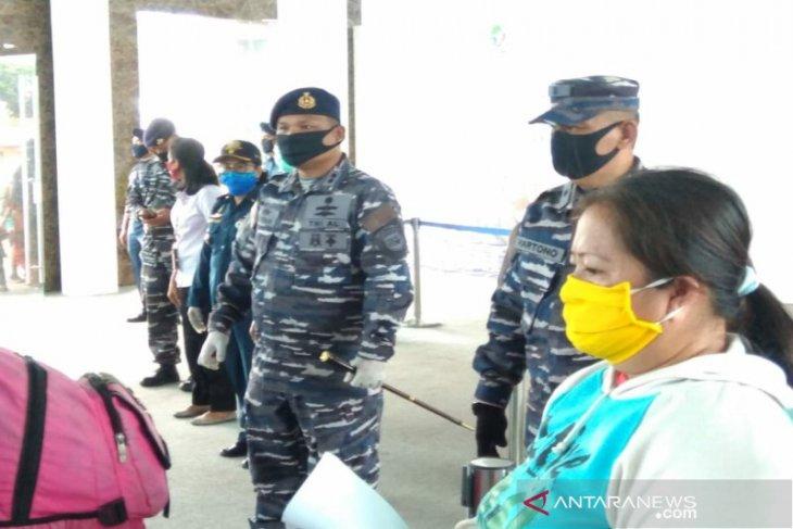 Danlanal Sibolga pimpin pengecekan 208 penumpang dari Nias