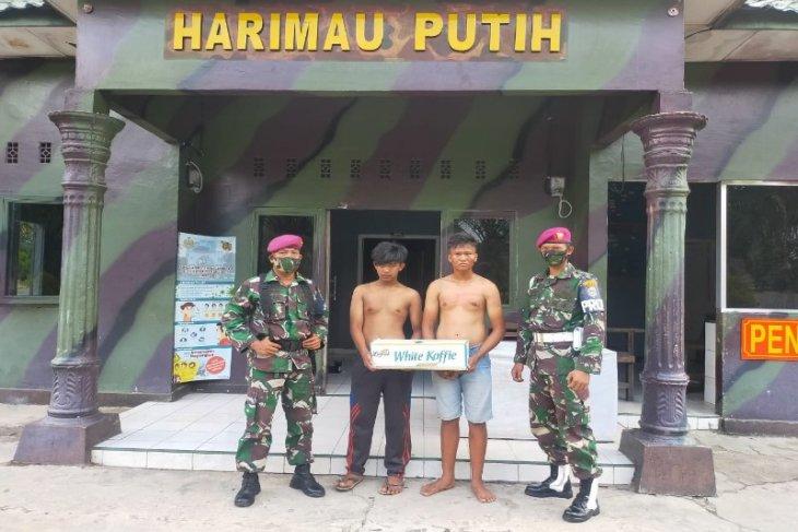 Prajurit Marinir Yonif 8 Tangkahan Lagan Langkat tangkap dua bajing loncat